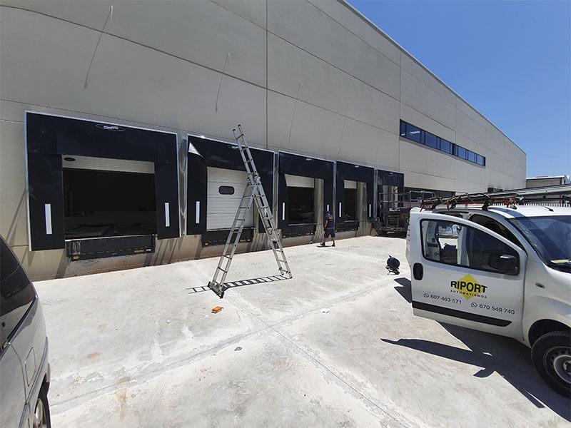 Muelle de carga en empresa