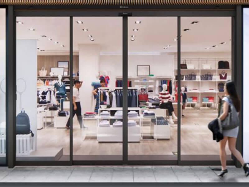 puertas correderas automáticas de cristal en tienda