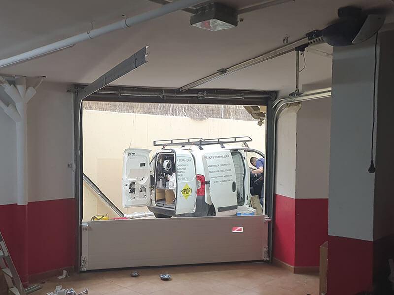Instalación de una puerta de garaje en Valencia