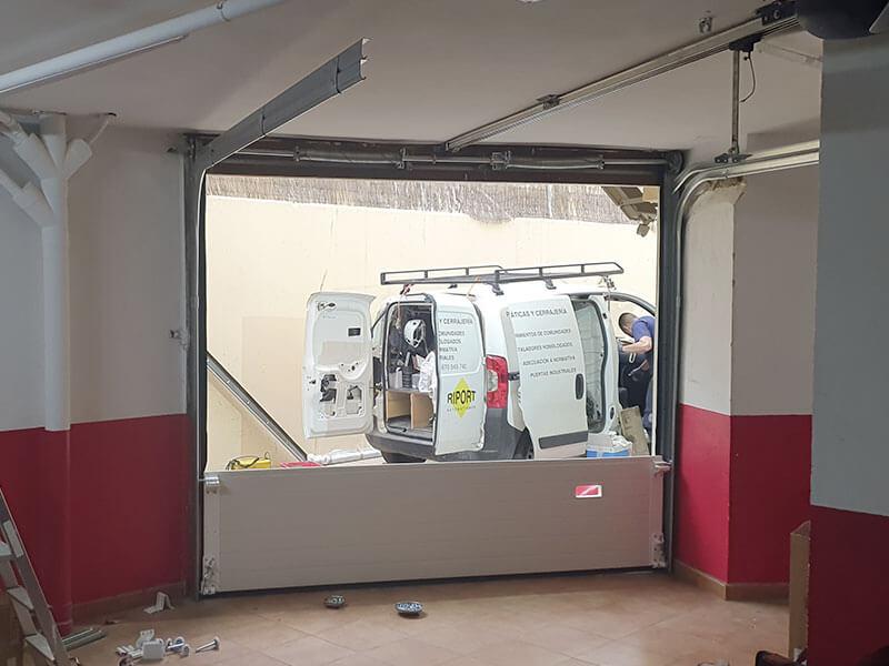 proceso de instalación de puertas garaje en Valencia